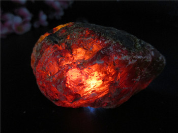 Natural Blood Red Amber Stones Perot Mineral Crystal Specimen Unique Home Decorations Furnishing Articles Crafts Collection