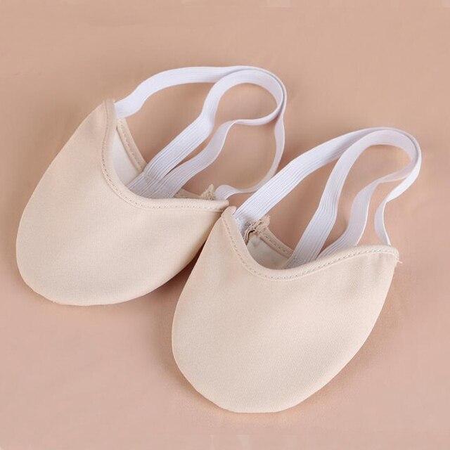 Couleur de la peau Rythmique Gymnastique Chaussures Doux Demi Chaussettes  Salle De Bal Art Gym Accessoires 1586fd95115