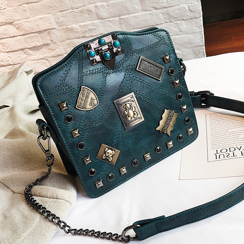 все цены на Appliques metal badge handbags shell Rivet Chains Crossbody bags vintage lock women patchwork handbag fashion pearl Shoulder bag