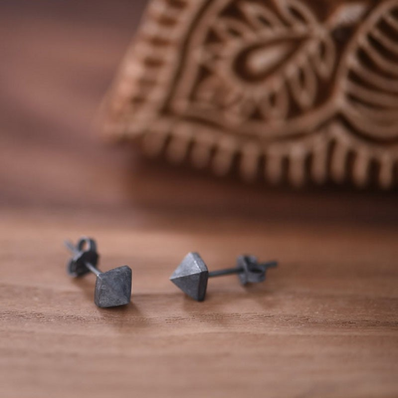 Vintage 925 Sterling Silver Stud Earring Oxidation Black Pyramid Rivet Individuality Earrings Men Women Love Jewelry