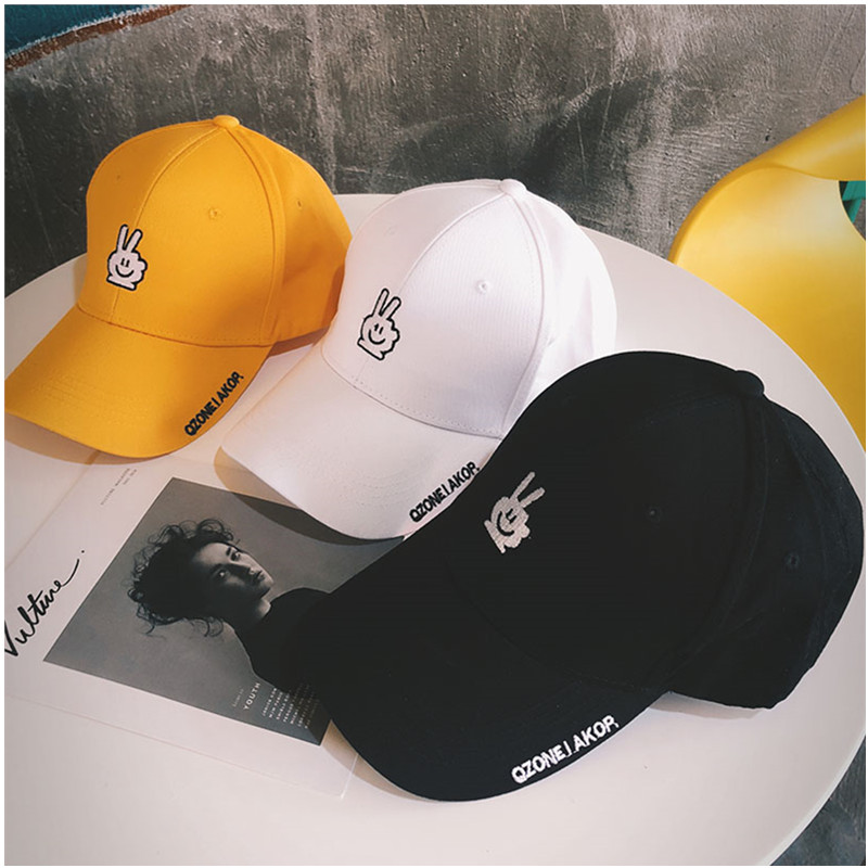 2019Men And Women Woman Casual baseball Cap Yellow Smiley Scissors Letter Baseball Cap Three colors Suitable