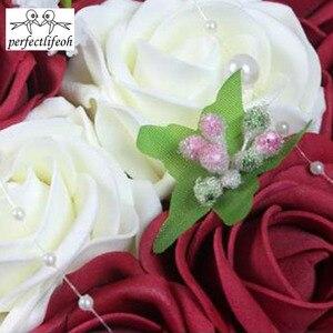 Image 4 - Perfectlifeoh ramo de rosas artificiales para dama de honor, color burdeos, Rosa/rojo/Blanco/Burdeos