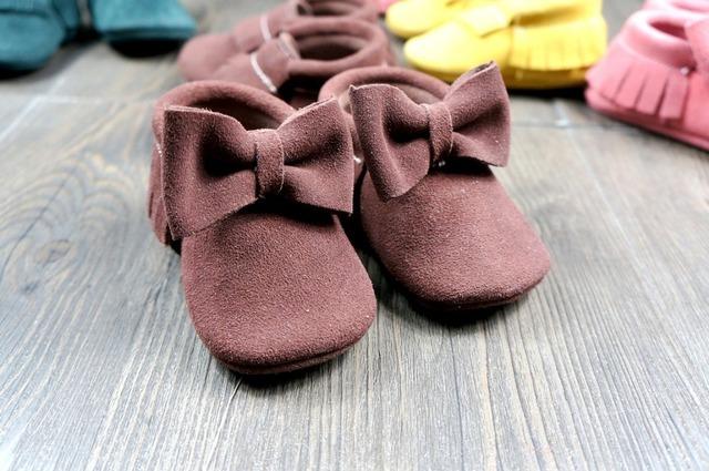 Suave gamuza de Cuero Genuino de la Vaca Del Bebé Mocasines Moccs Bebé BOW Shoes Newborn primer caminante antideslizante Zapatos Infantiles calzado