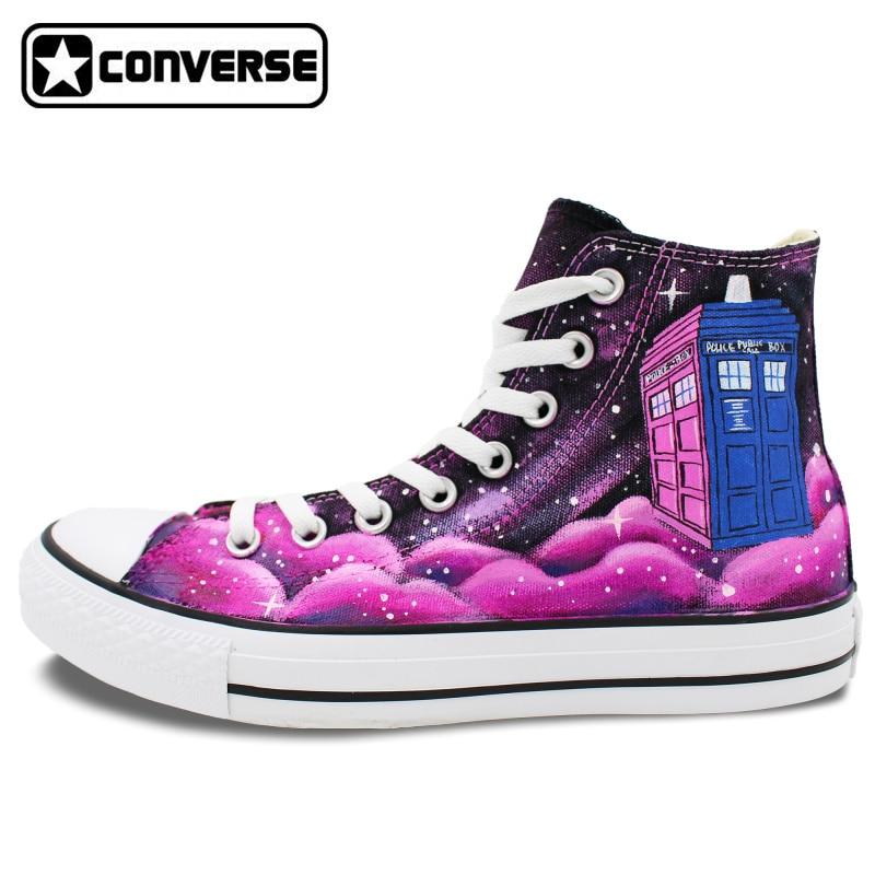 Prix pour Rose Converse All Star Hommes Femmes Conception Peint À La Main Chaussures Galaxy Boîte de Police Unisexe High Top Toile Sneakers pour Cadeaux