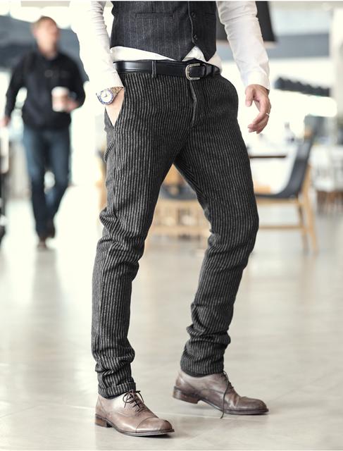 2016 nuevo invierno De Pana Marrón rayas pantalones para hombre de moda casual Para Hombre pantalones de invierno Pantalones Pantalones Hombre de Negocios K1038