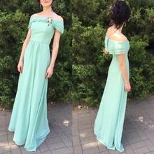 فستان سهرة طويل بدون أكمام برفرف على الصدر