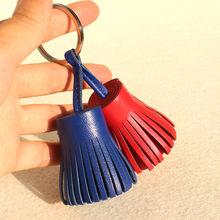 Porte clés avec pompon en cuir véritable, pour femmes, marque célèbre, à la mode, pour porte clés de voiture, sac à dos, breloque pour sac