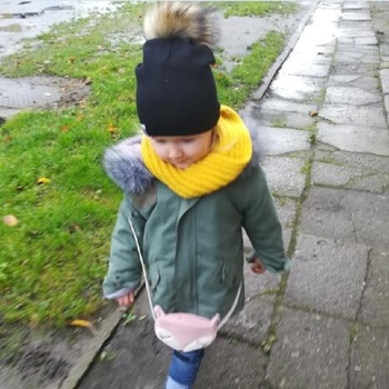 Kid's Hat With Pompon 3