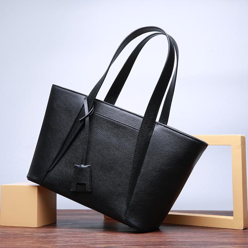 2017 New women handbags first layer cowhide simple large-capacity handbag fashion Tote bags commuter bag shoulder messenger bags europe and the new spring and summer leather handbag bag simple cross head layer cowhide temperament mini bag tote bag