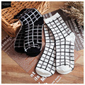 free shipping Cheap 2015 new black and white color socks cotton socks 18,002,096 grid lines Socks