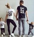 Nova Família Rei Rainha Carta Impressão Camisa, camiseta 100% Algodão Mãe e Filha Filho pai Roupas Correspondência Princesa Príncipe 1-6A