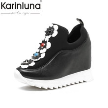 Karinluna/натуральная кожа Природа кожа коровы цветы Для женщин Насосы модная обувь на высоком каблуке на танкетке Летняя женская обувь с плоской подошвой Новинка 2017 года