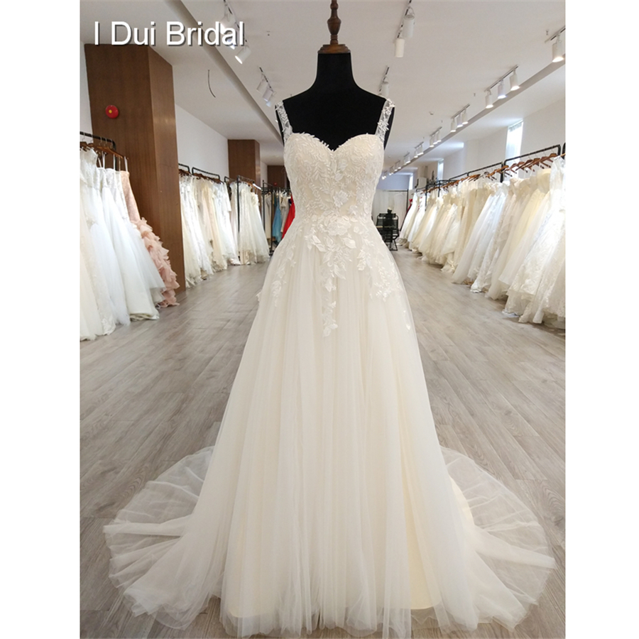 A line Classic Wedding Dress Lace Appliqued Corset Simple Elegant Bridal Gown High Quality Factory Real