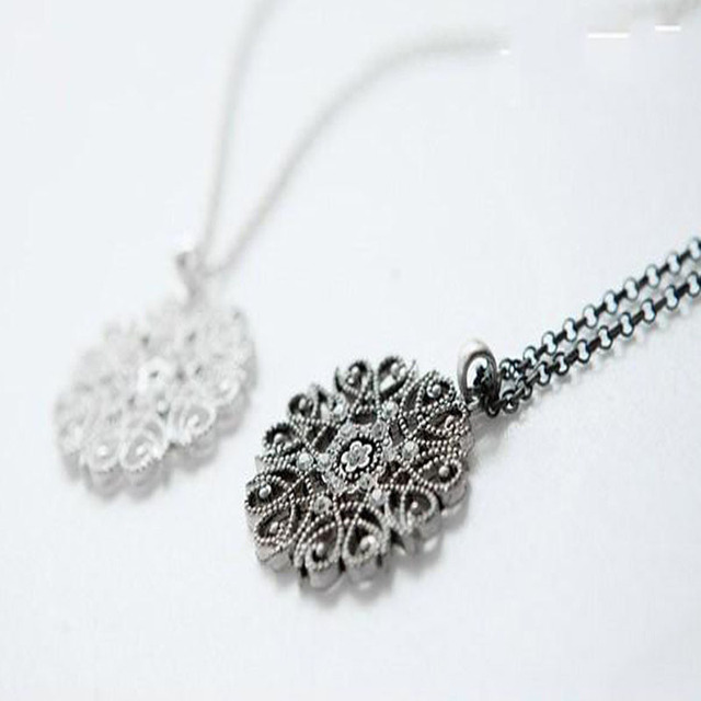 Silvery Black Hollow Flower Pendent Necklace Set