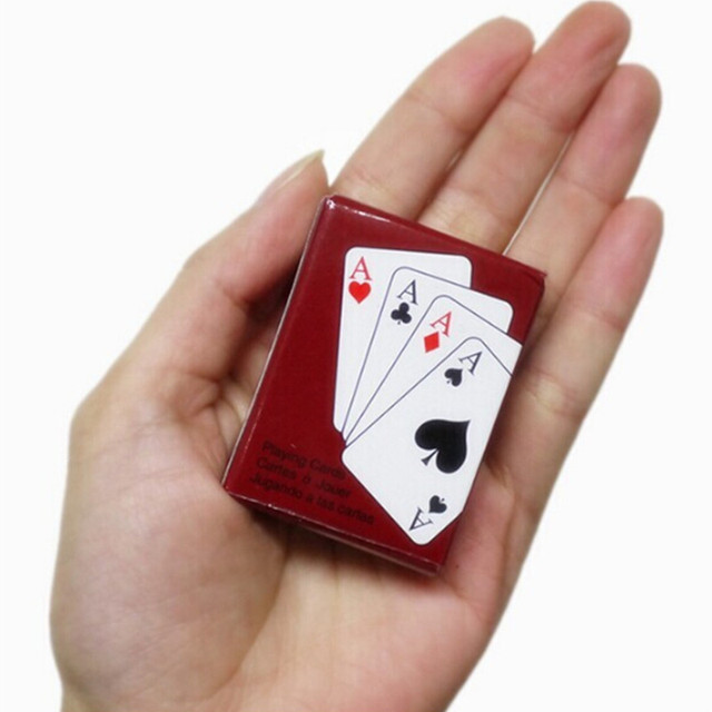 1 Set Mini Cute Dollhouse Miniatures Poker Home Decoration black Mini Poker Cards Playing Game for outdoor Climbing Accessories