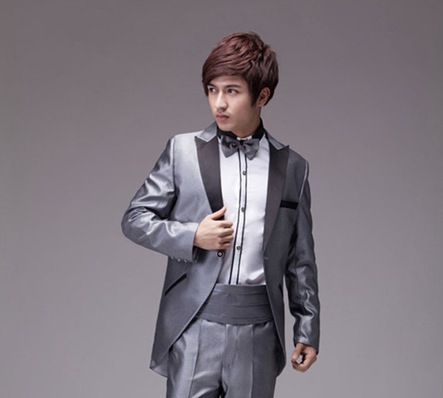 The new 2015tuxedo man costumes new marriage the groom, holds the ...