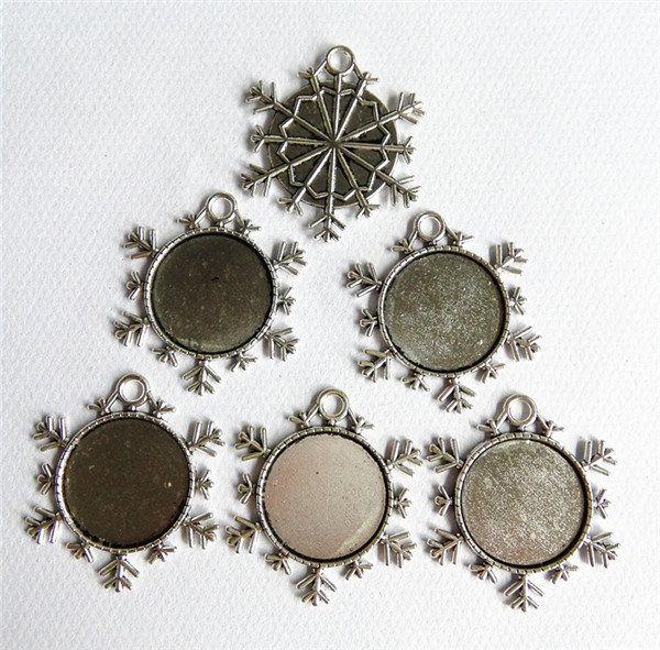 20pcs lot very good Ancient silver 25mm inner size snowflake cameo cabochon base setting Connector 25mm cameo pendant tray in Jewelry Findings Components from Jewelry Accessories