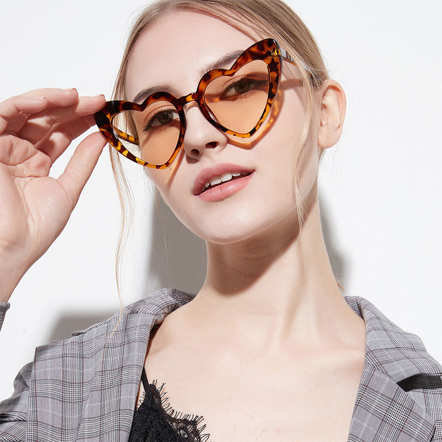New 2018 Big Frame Heart Sunglasses Women Luxury Shiny Pink Sexy Cute Love  Shaped Sun Glasses Female Oversized Brand Designer HD 60b8245b1