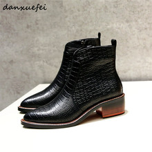 Женская обувь из натуральной кожи с каменным узором на среднем каблуке Ботильоны Осень Зима Теплый плюш короткие пинетки острый носок удобная обувь