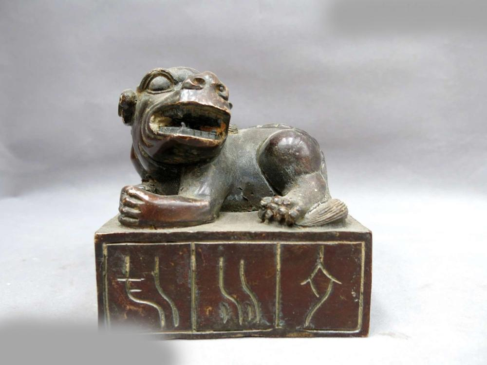 DS China Bronze Copper Carved Beautiful Fine Foo Dogs Lion Seal Sculpture Statue