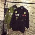 Divisa del bordado Capa de Foso para Las Mujeres Casual Floja Larga Trinchera Más Tamaño 3XL 4XL 5XL Negro Verde Del Ejército prendas de Vestir Exteriores QYL64