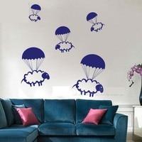 W205 Cartoon Spadochron Hot Air Balloon Owce Vinyl Kalkomania Ścienna Naklejka Mural na Przedszkole Art Naklejka dla Dzieci pokój Home Decor