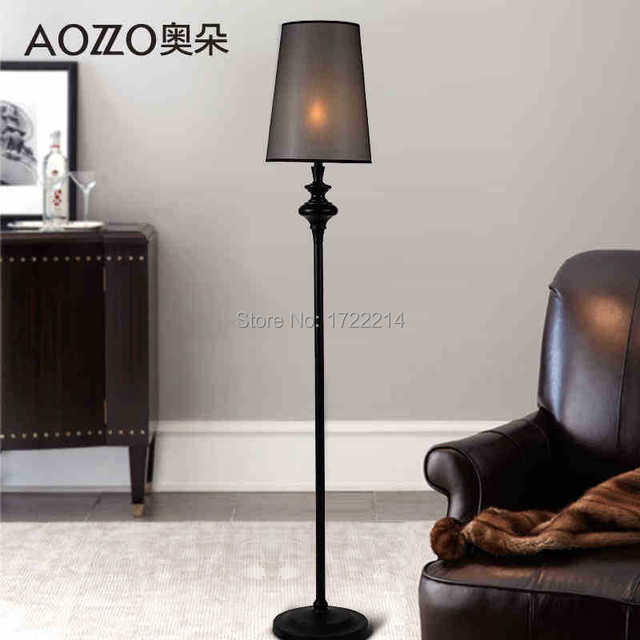 Staande lamp, smeedijzeren slaapkamer vloerlamp van het hoofd van ...