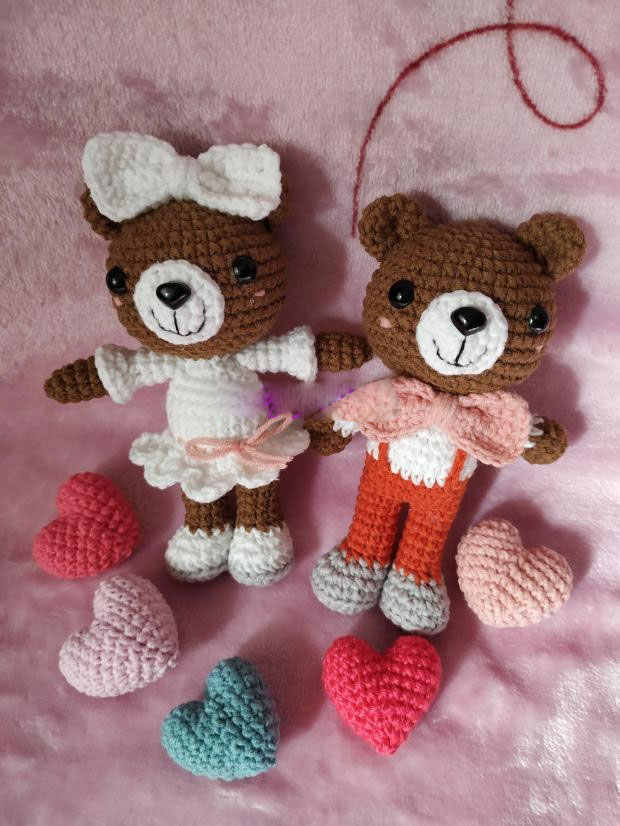 Curly-Haired Julie Amigurumi Doll [Free Crochet Pattern] - The ... | 826x620