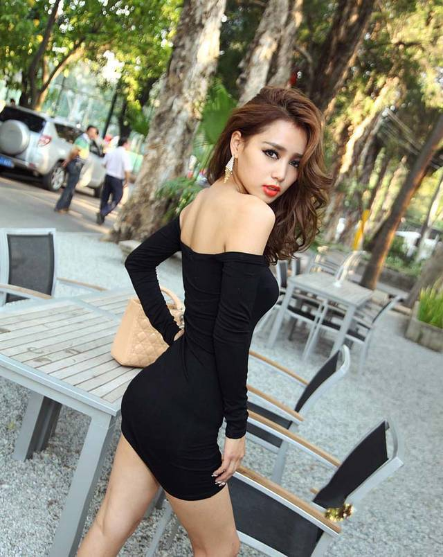 Sexy girls in tight dresses pics