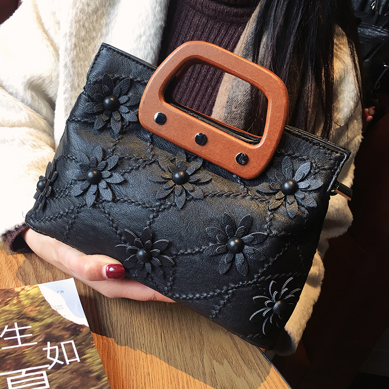 Genuine Leather Sheepskin Chain Ladies Shoulder Bag Solid Color Rivet With Flowers High Quality Casual Handbags Clutch Bag in Top Handle Bags from Luggage Bags