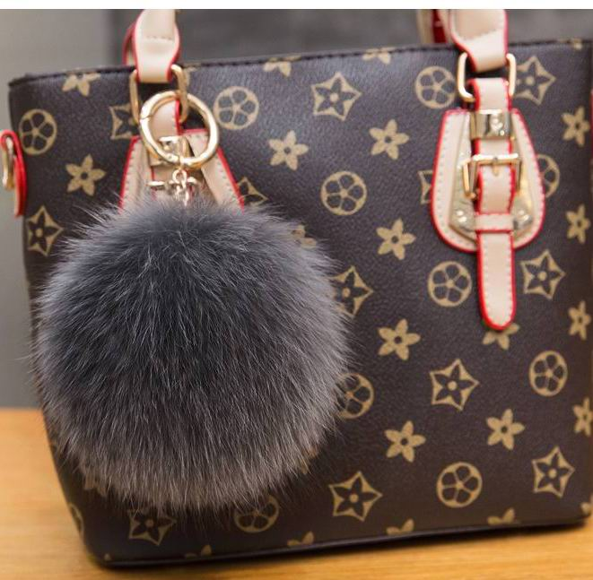 цены 10cm Fluffy Real Fox Fur Ball Pom Poms Genuine Fur Pompom Ball Keychain Car Key Chain Ring Pendant For Women Bag Charm f362