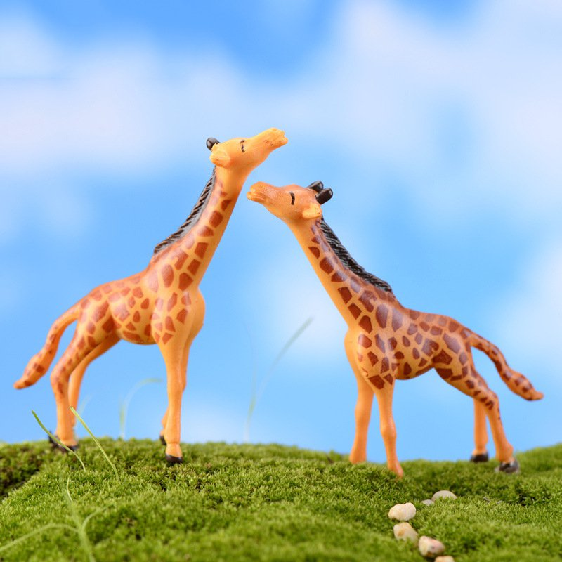 2pcs Mini Giraffe Resin Craft Retro Model font b Figure b font Toys Micro Garden Decoration