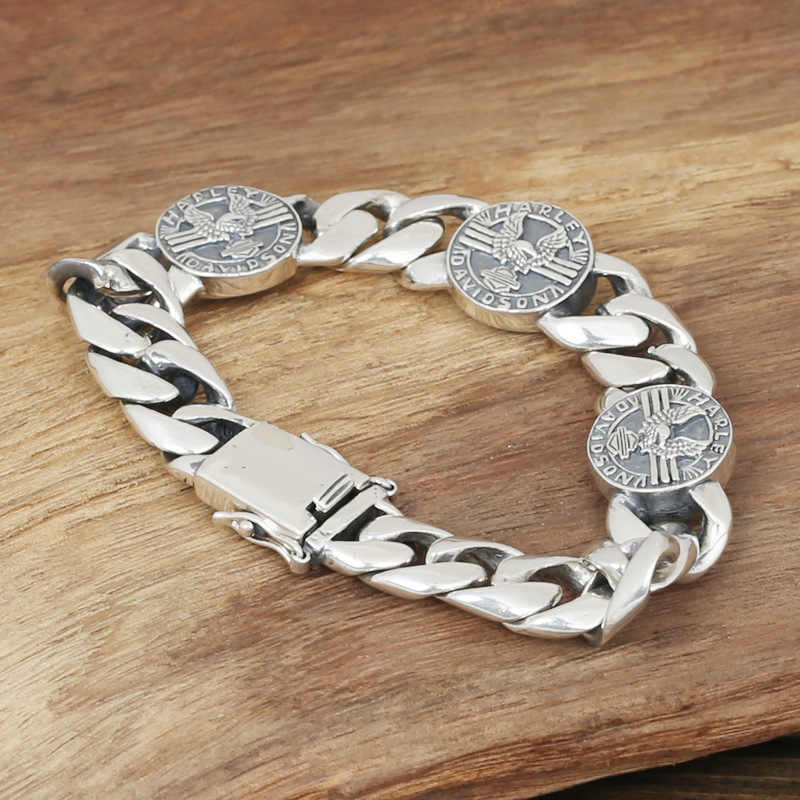 Wholesale S925 Sterling Silver Jewelry Rough Domineering Mens Fashion Silver Handmade Retro Thai Silver Eagle BraceletWholesale S925 Sterling Silver Jewelry Rough Domineering Mens Fashion Silver Handmade Retro Thai Silver Eagle Bracelet