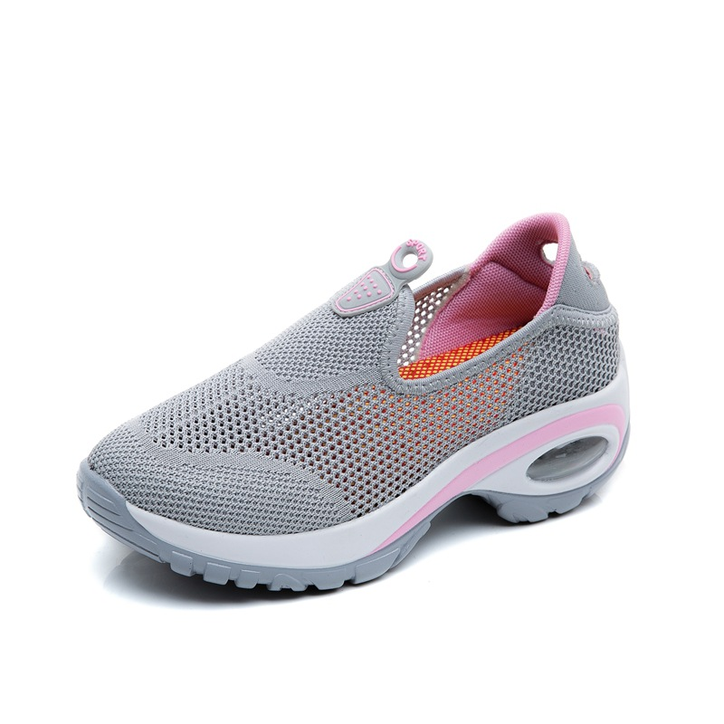 2018 Spring And Summer New Womens Flying Fabric Movement Outdoor Hiking Shoes Breathable Athletic Climbing Sport Shoes Sneakers