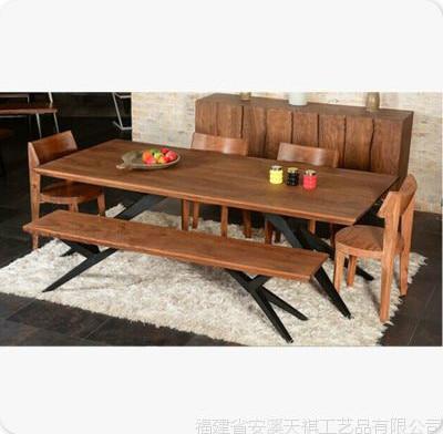Americana mesa de un bar retro hierro escritorio mesas y sillas de ...