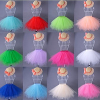 2016 Hot Selling Cheap Short Mini Petticoat Crinoline Black White Pink Blue Wedding Accessories Petticoats For