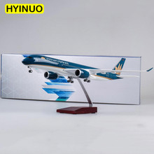 47CM luxury 1/142 Scale Dreamliner Aircraft Vietnam Airlines Airplane Airbus A350 Model LED Light Wheels Diecast Plastic Plane