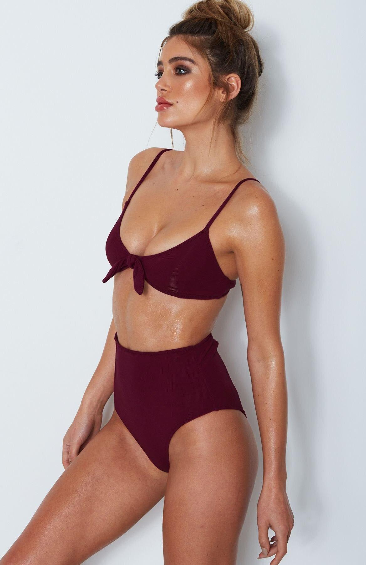 peep-shots-of-women-in-bikini
