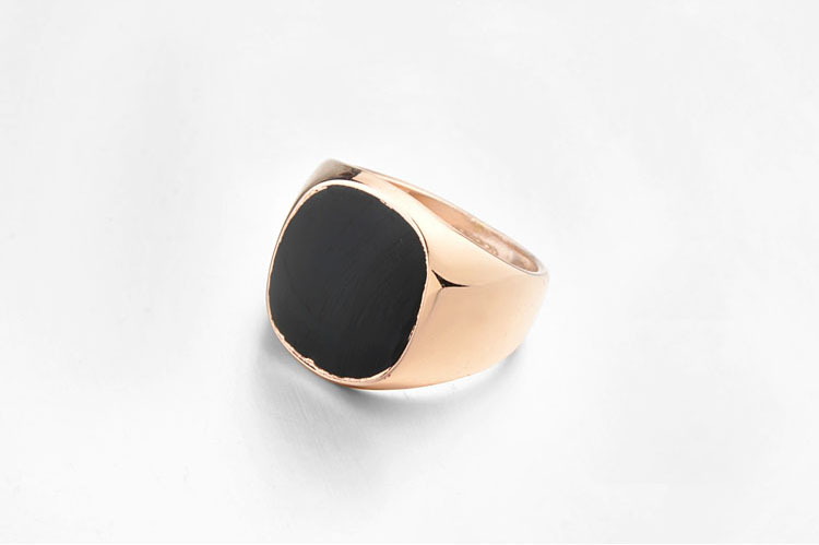 gold-italina-ring-with-glossy-black-square-1