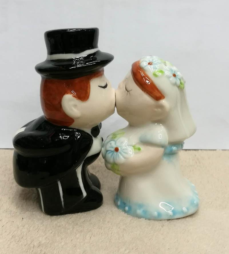 Romantic Bridal Wedding Kissing Bride And Groom Magnetic Salt Pepper Shakers Set