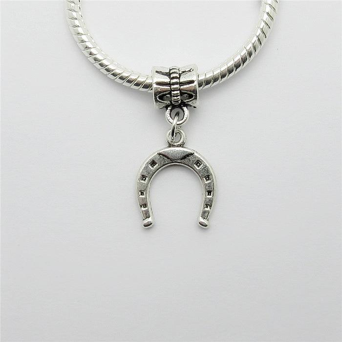 0aff8581cd Lotti all'ingrosso 25 PZ fascino d'argento Tibetano perline sospensione in  metallo A Ferro di Cavallo pendente di fascini per monili che fanno