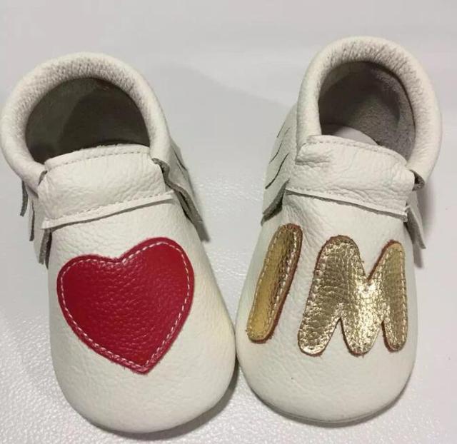 2017 estilo elegante i m corazón genuino mocasines de cuero del bebé del niño de prewalker primer caminante del bebé zapatos de suela de goma dura