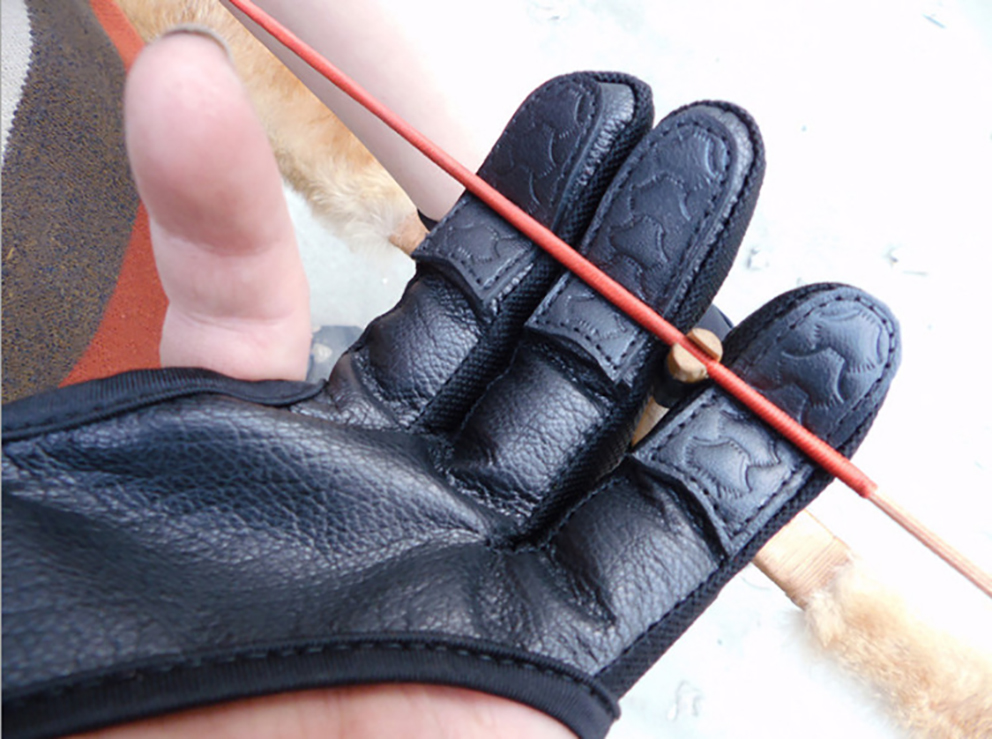 3 Fingers Leather Guard 3 Finger Protective Safety Archery Gloves For Recurve Compound Bow Finger Protector For Right/ Left Hand