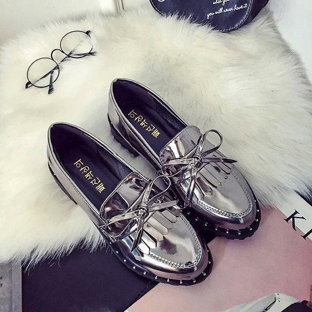 Spring Autumn Thick Bottom Women Shoes Retro Style Rivets Side Flat Shoes Patent Leather Tassels Womens Bow Slip On Harajuku