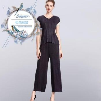 Miyake fold spell color fashion suits v-neck short sleeve T-shirt nine points wide-legged pants two-piece hitting scene IN STOCK
