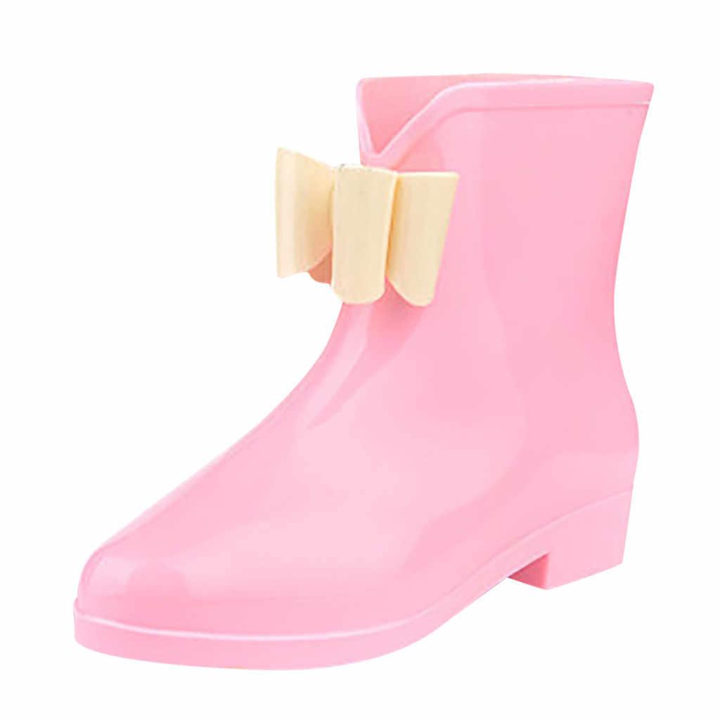 Kadın takozlar yağmur çizmeleri kadın düz topuk yuvarlak kafa Slip-On çizmeler kısa tüp yağmur çizmeleri kaymaz su geçirmez su ayakkabısı kadın