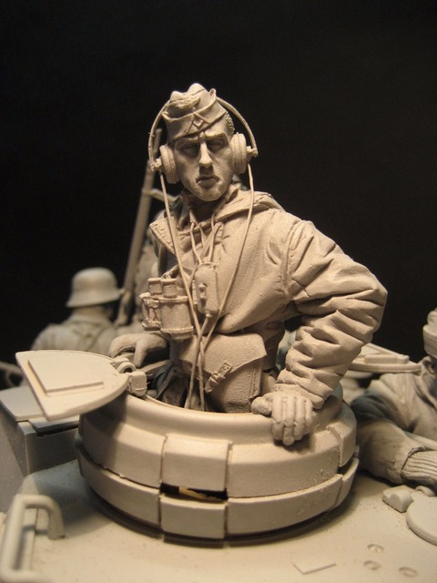 Free Shipping 1/16 Scale Unpainted Resin Figure World War II German tank crew officer Half body collection figure