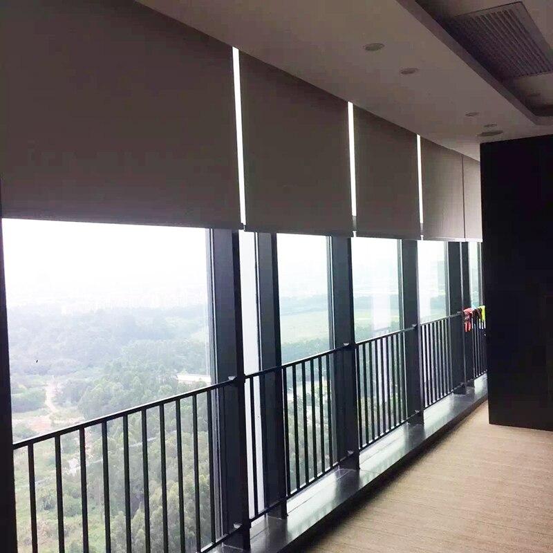 Elétrica cortinas de rolo com tecido, 2.4-2.7 m de largura, tamanho personalizado disponível, wifi controle motorizado persianas