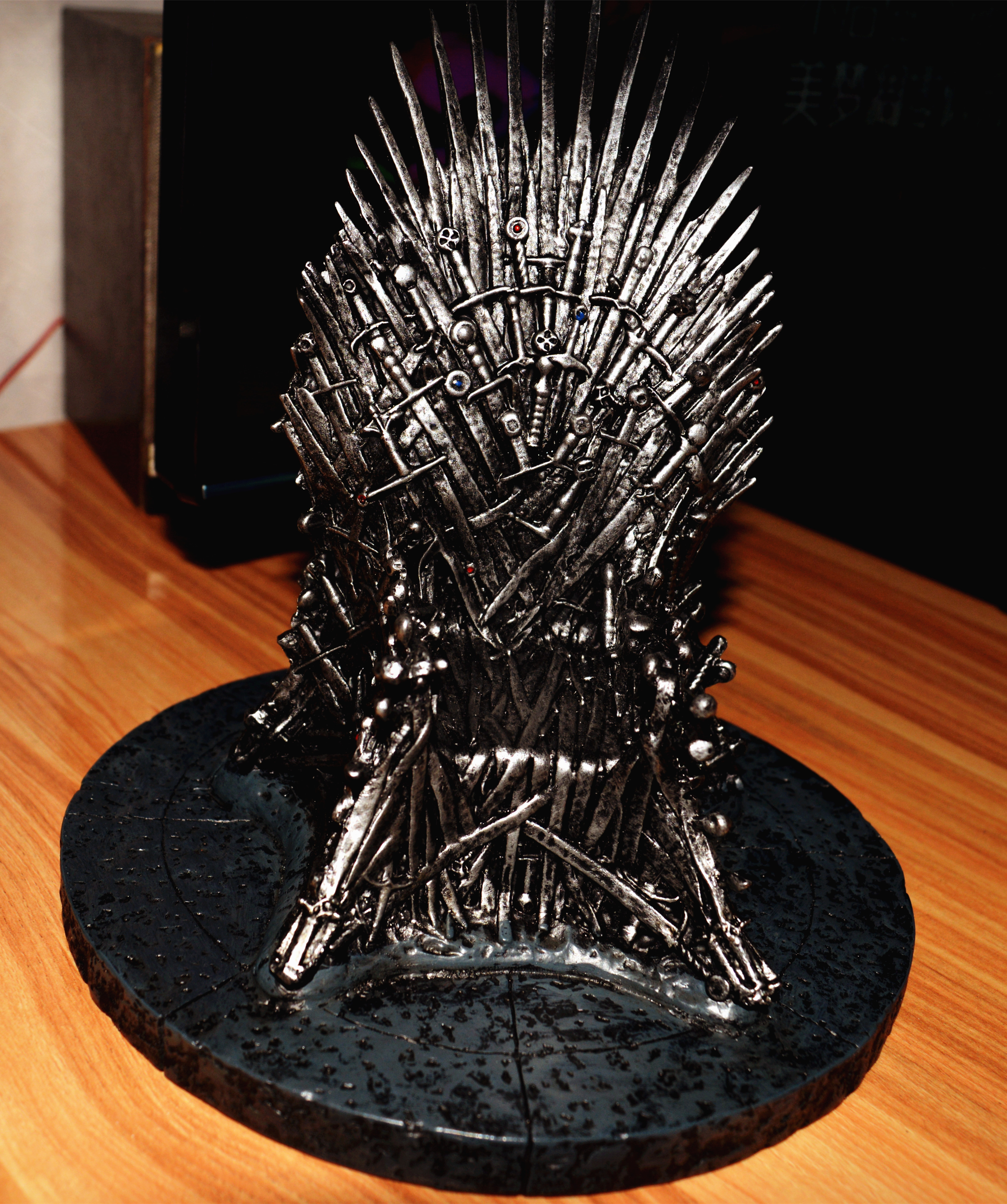 Ogrm crafts game of thrones iron throne 7 inch resin for Game of thrones garden ornaments