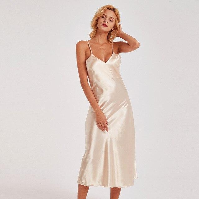 73f26c09e Champanhe De Cetim Senhora Camisola Sexy Alcinhas Camisola Salão Sleepwear  Rayon Pijamas Nighty Profundo Decote Em V Vestido de Casa
